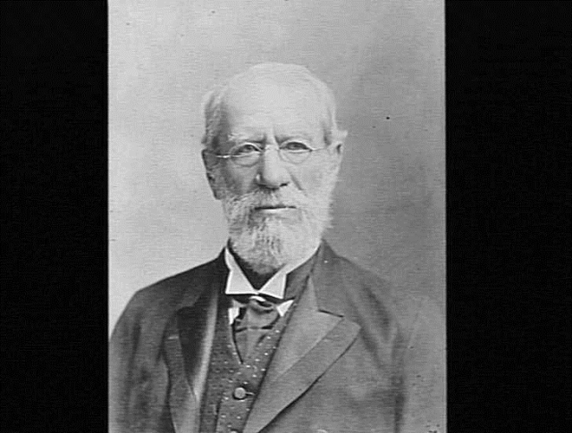 Portrait of a man with spectacles and white beard